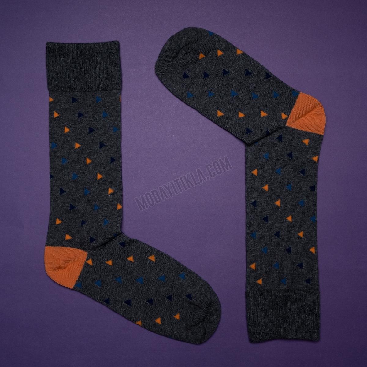 Erkek Üçgen Desenli Füme Çorap