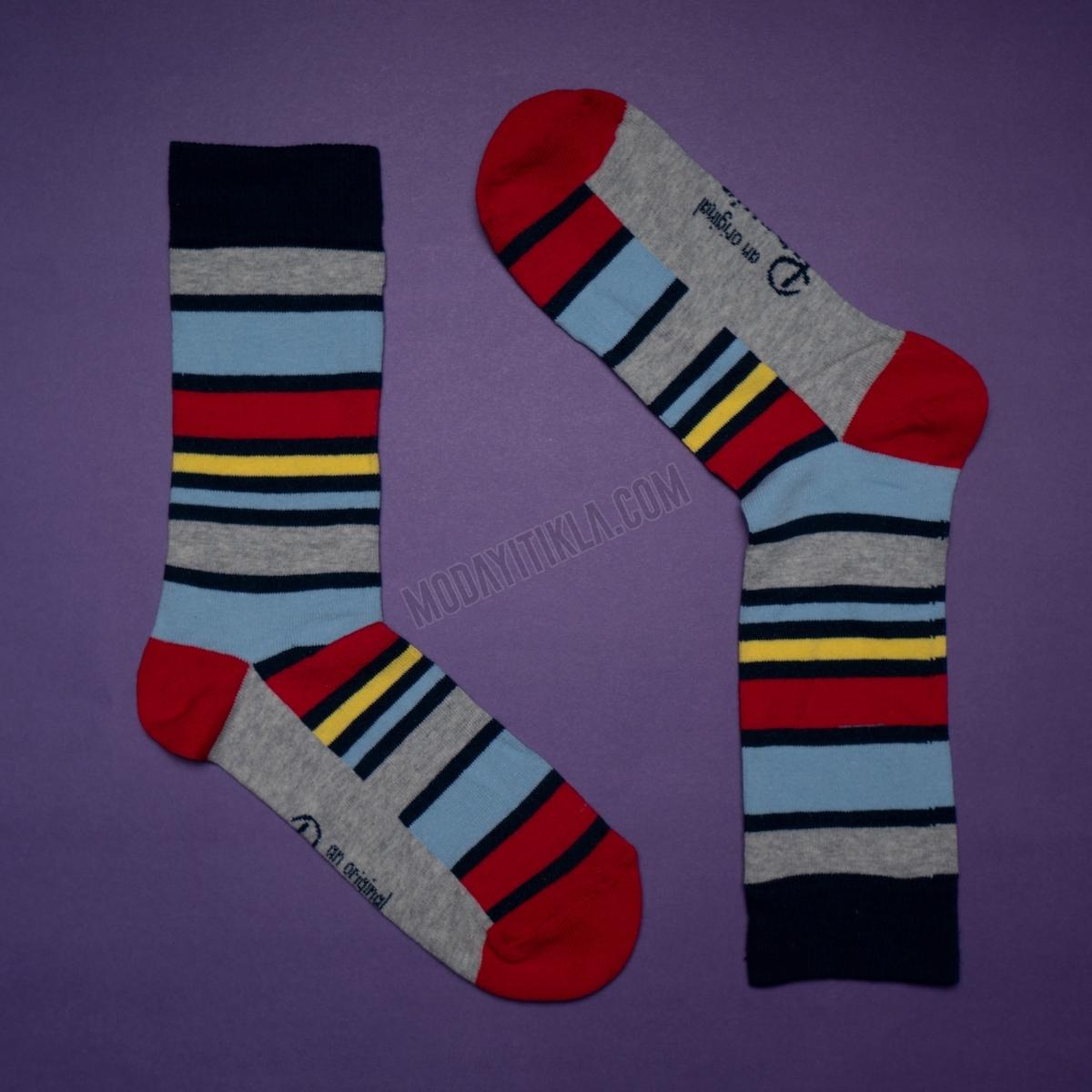 Erkek Çizgili Desenli Gri Çorap