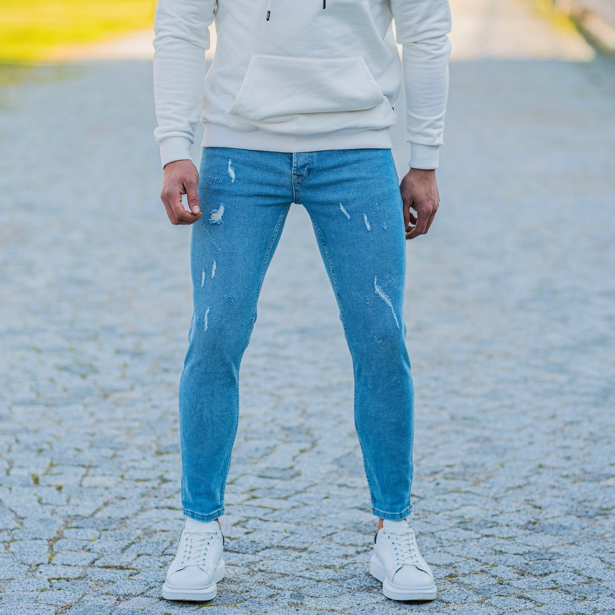 Erkek Dar Paça Mavi Taşlamalı Kot Pantolon