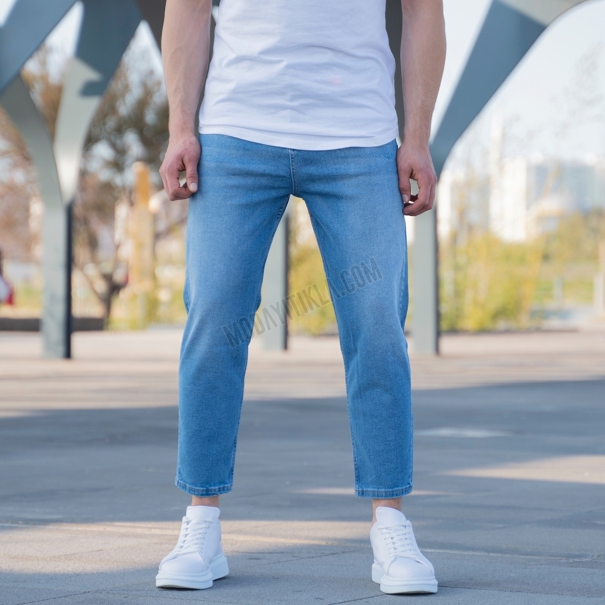 Erkek Mavi Kısa Paça Kot Pantolon