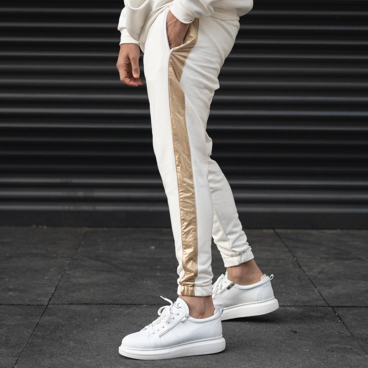 Erkek Paçası Lastikli Yanı Gold Şeritli Beyaz Jogger Eşofman