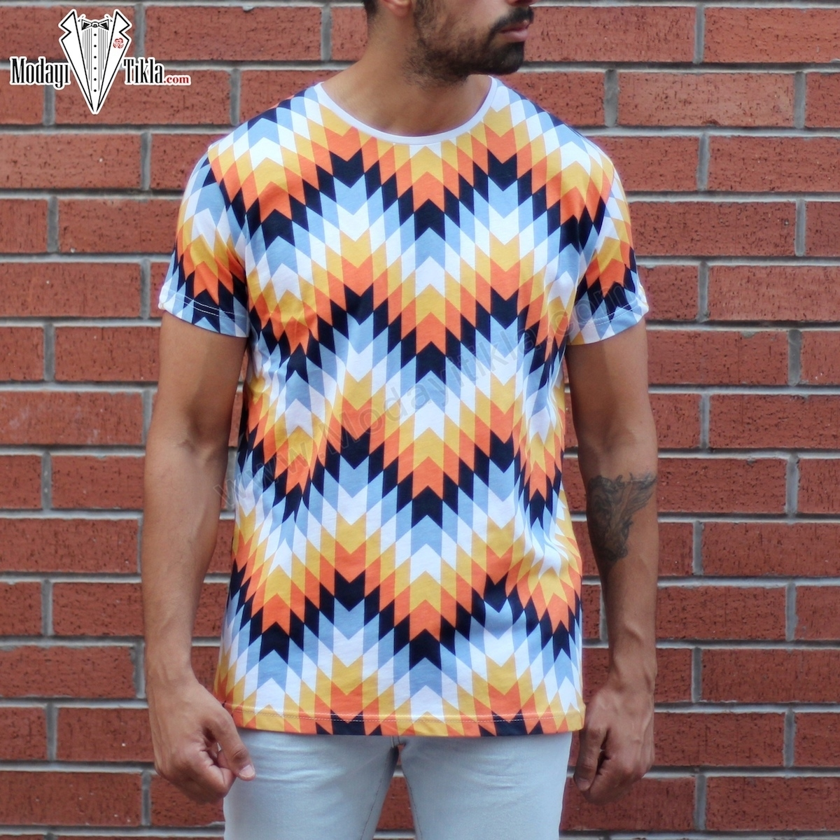Erkek Renkli Piramit Desen T-shirt