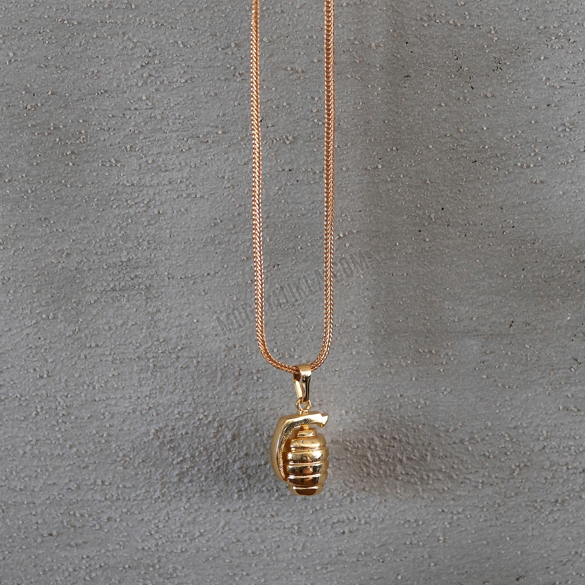 Gold Bomb Uzun Kolye